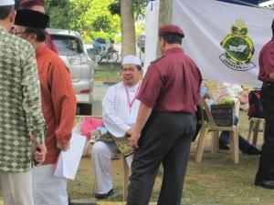 01 Muhamad b Sabu menunggu kedatangan TG