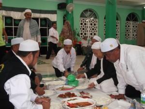 16 rai Tok Guru makan di markas Bkt Mentok