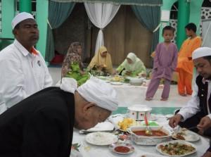 17 Tok Guru Nik Abd Aziz makan