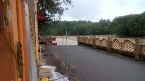 14 jalan runtuh tepi Sg Limbong