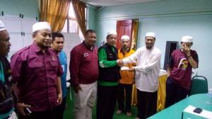 34 Cikgu Shukrimun dari BPPNT dgn sumbangannya