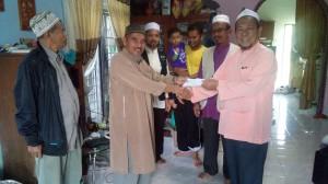 51 Ketua Urusan Ulama Kemaman, Ust Ali Muhammad yg menjadi mangsa banjir turut menerima sumbangan dari ketua DUPNT