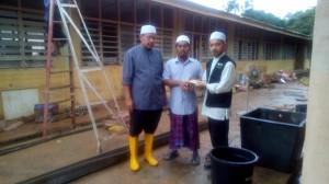 ustaz Shukizan terima sumbangan