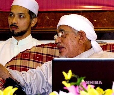 Ustaz Nik Nasri bersama DSTG Haji Abdul Hadi