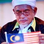 Hj Hadi dan bendera malaysia